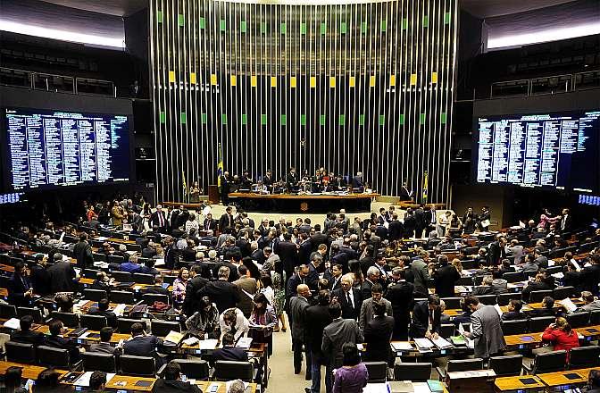Deputados podem votar proposta que define verbas sujeitas ao teto do funcionalismo