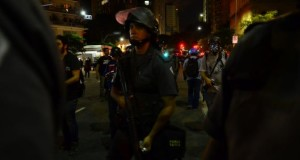 No início da manifestação, a PM informou que a passeata deveria seguir itinerário decidido pela Secretaria da Segurança PúblicaRovena Rosa/Agência Brasil