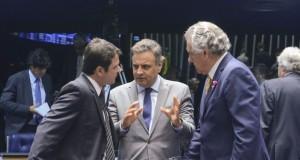 Assessoria de Aécio Neves nega que ele tenha tratado de assuntos relacionados à CPI dos Correios com o senador Delcídio do Amaral