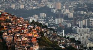 favela041131