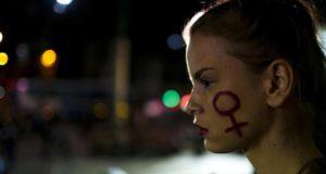 Mulher participa de ato contra violação de garota carioca no Rio. ANTONIO LACERDA EFE