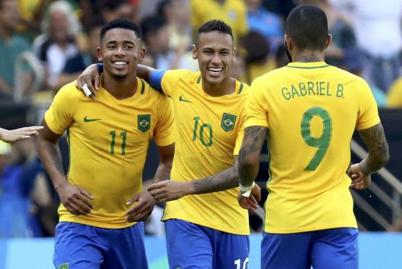 Neymar, Gabriel Jesus e Gabigol comemoram mais um gol da goleada de 6 a 0 da seleção do Brasil contra Honduras Reuters/Leonhard Foeger/Direitos reservados