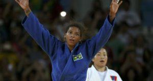 A judoca brasileira Rafaela Silva vence Dorjsürengiin Sumiya, da Mongólia, e conquista a primeira medalha de ouro do Brasil nos Jogos Rio 2016Reuters/Toru Hanai/Direitos Reservados