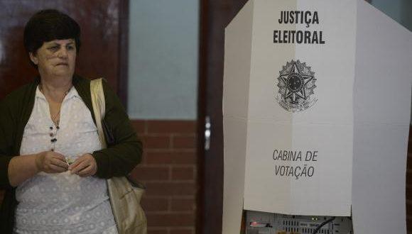 Quase 33 milhões de eleitores votam hoje (30) no segundo turno das eleições municipais em 57 municípios.Tânia Rêgo/Agência Brasil/Arquivo