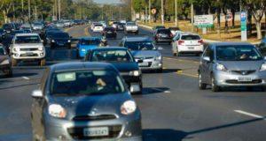 Brasília - Multas voltam a ser cobradas para quem trafegar durante o dia com faróis baixos apagados em rodovias federais sinalizadas -José Cruz/Agência Brasil